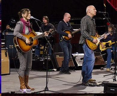 Mark Knopfler and Canadian folk angel Ruth Moody at sound check